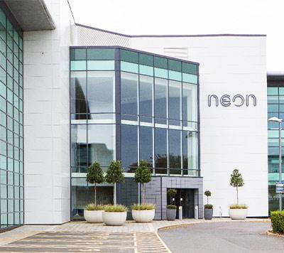 Q10 NEON BUILDING